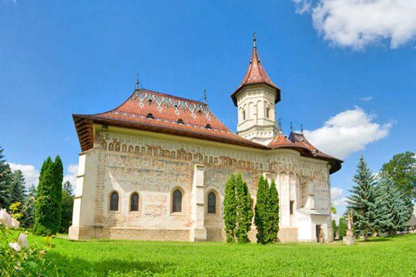 Manastirea-Sfantul-Ioan-cel-Nou-din-orasul-Suceava-flickr